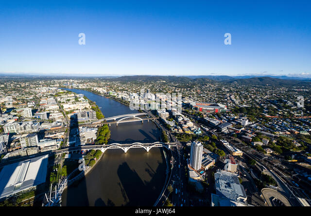 The sprawling Brisbane city and suburbs and Brisbane River. - Stock Image