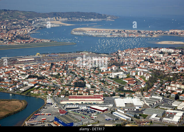 Txingudi bay stock photos txingudi bay stock images alamy for Hendaye france