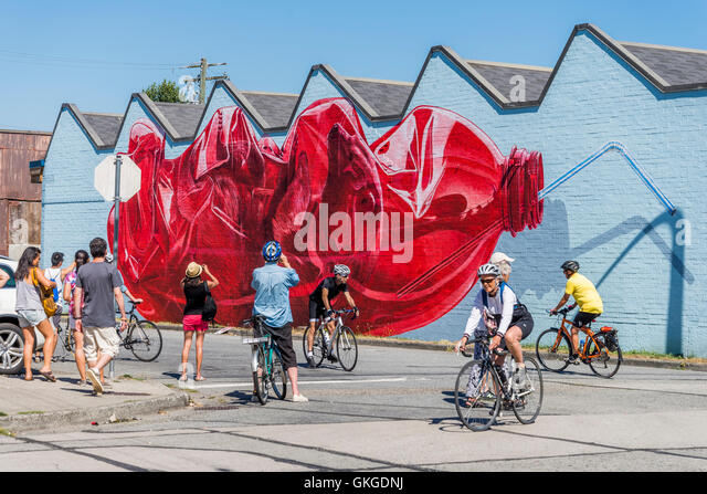 Bear mural stock photos bear mural stock images alamy for Mural vancouver
