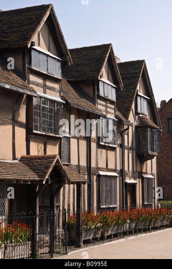 An Analysis Of William Shakespeare Born In Stratford Upon Avon Warwickshire C England Read The Passage