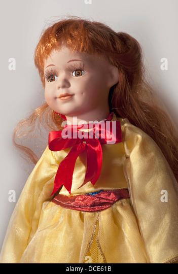 Yellow dress brown hair