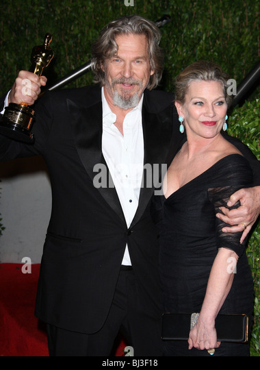 JEFF BRIDGES U0026 SUSAN GESTON VANITY FAIR OSCAR PARTY 2010 LOS ANGELES CA USA  07 March