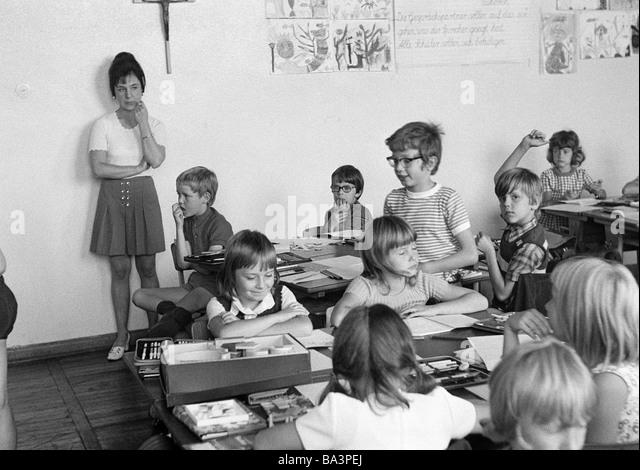 school class photograph 1970 stock photos school class. Black Bedroom Furniture Sets. Home Design Ideas