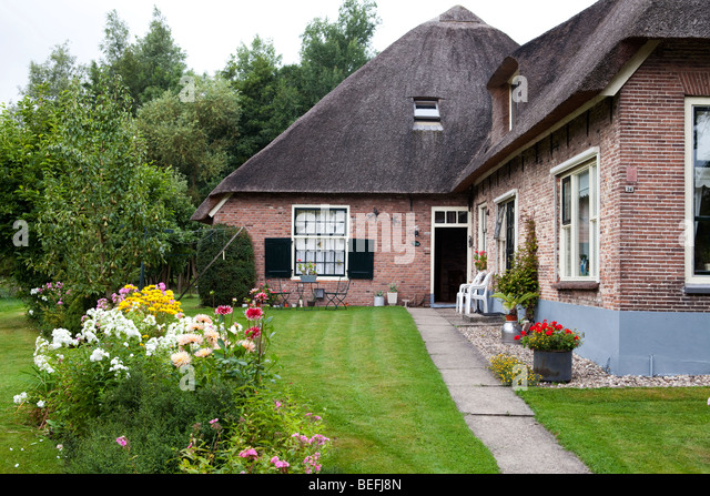 Giethoorn village stock photos giethoorn village stock images alamy - Small belgian houses brick ...