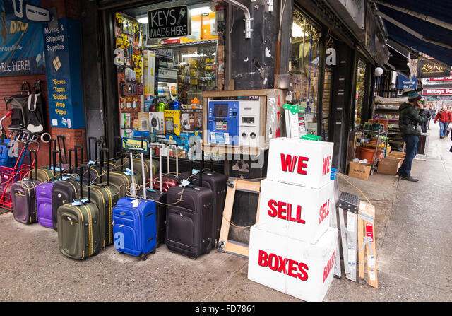 Luggage Store Stock Photos & Luggage Store Stock Images - Alamy