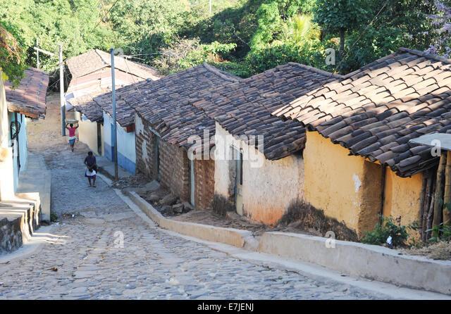 El Salvador Houses Inside