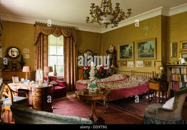Vintage Single Bed Room Stock Photos & Vintage Single Bed Room ...