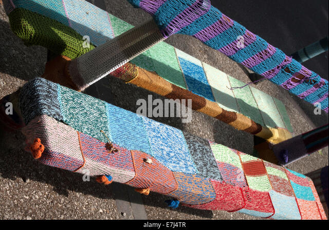 Urban Knitting Graffiti : Yarnbombing stock photos images alamy
