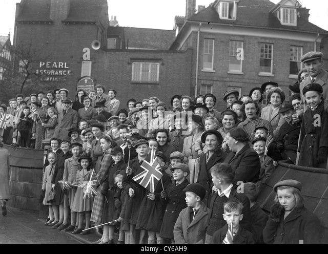 crowds royal stock photos  u0026 crowds royal stock images