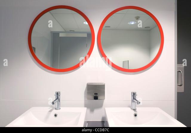 Bathroom Mirrors Queensland mirror cladding stock photos & mirror cladding stock images - alamy