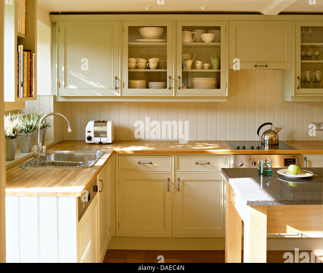 Dualit toaster stock photos dualit toaster stock images for Beech kitchen wall cupboards