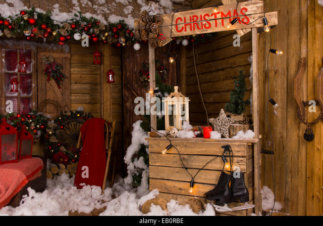Lighted cabin stock photos lighted cabin stock images for Homes decorated for christmas on the inside