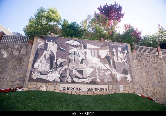 pablo picassos guernica Guernica pablo picasso picasso is considered by some people to be the greatest artist of this century this is not only because he produced so much great art,.