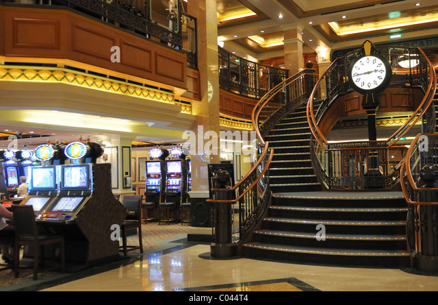 Cunard cruise ship interior stock photos cunard cruise ship interior stock images alamy for Queen elizabeth 2 ship interior