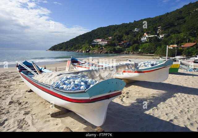 Boats pond stock photos boats pond stock images alamy for Pond fishing boats