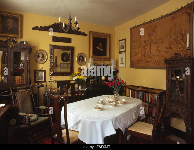 Old fashioned dining room stock photos old fashioned for Old fashioned dining room tables