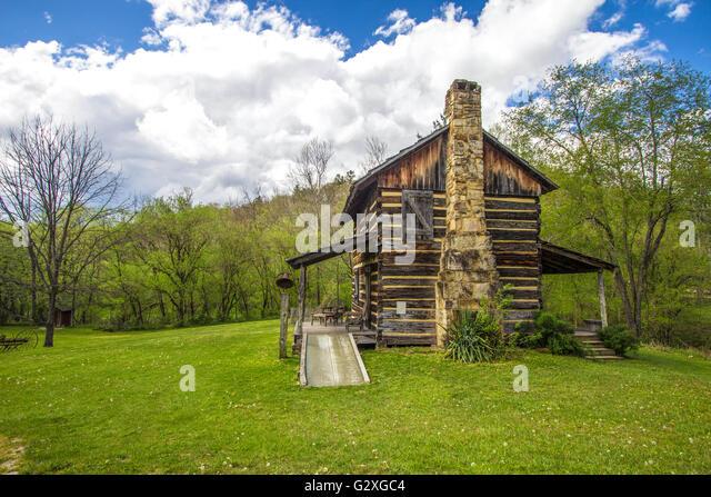 Settler house 1800s stock photos settler house 1800s for Daniel boone national forest cabins