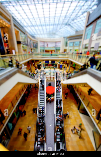 Town centres 'must adapt to online shopping'