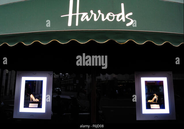Harrods sale stock photos harrods sale stock images alamy for Door 4 harrods