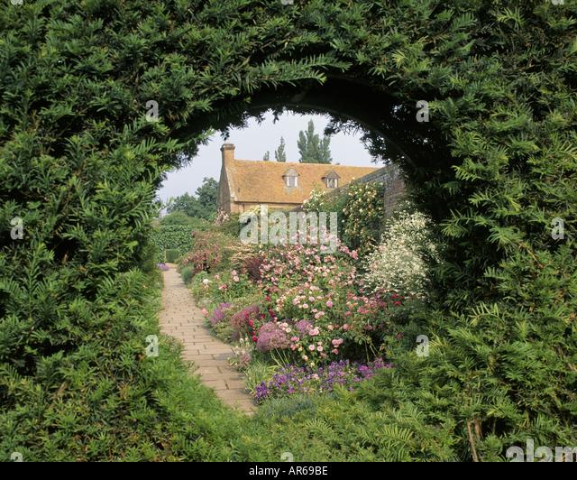 Sissinghurst castle kent uk famous stock photos for Garden trees kent