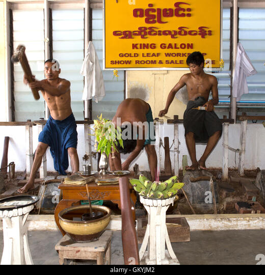 Peddinghaus Workshop Myanmar: Gold Leaf Workshop Mandalay Stock Photos & Gold Leaf