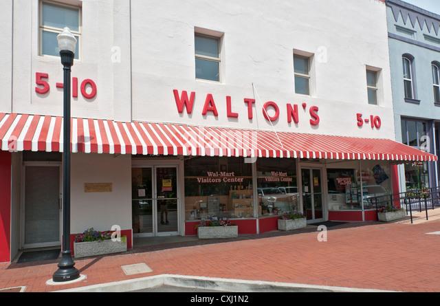 wal mart sam walton Wal-mart case study - free download as powerpoint presentation (ppt), pdf file (pdf),  history of wal-mart • sam walton - the man behind it all.