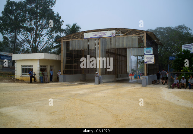 border crossing stock photos & border crossing stock images - alamy, Wohnzimmer dekoo