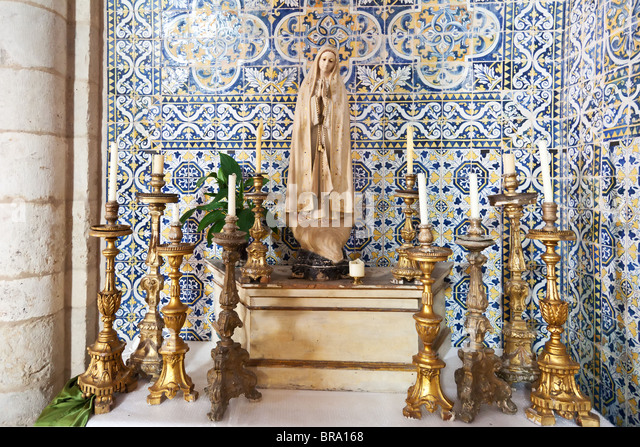 santarm women Santarem, portugal: eucharistic miracle of santarem the story: the tale of the miracle involves a woman and her unfaithful husband in a desperate attempt to save her marriage, the woman went to see a sorceress for help.