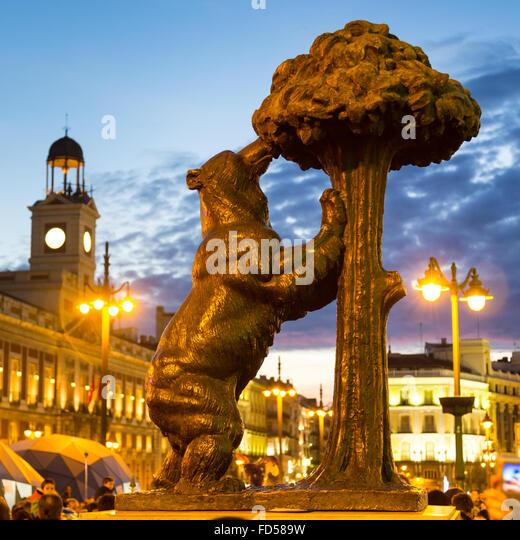 Bear statue market stock photos bear statue market stock for Puerta del sol madrid spain