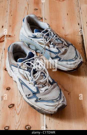 how to tell if shoes are worn out