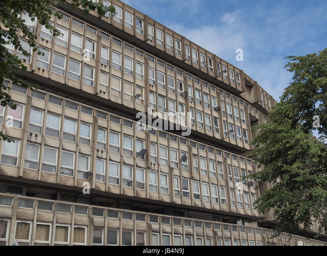 LONDON, ENGLAND, UK - MARCH 05, 2009: The Robin Hood Gardens housing estate designed in late sixties by Alison and - Stock Image