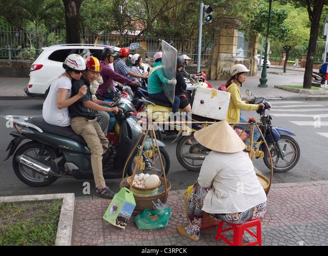 Busy Street Sidewalk Busy Street Tra...