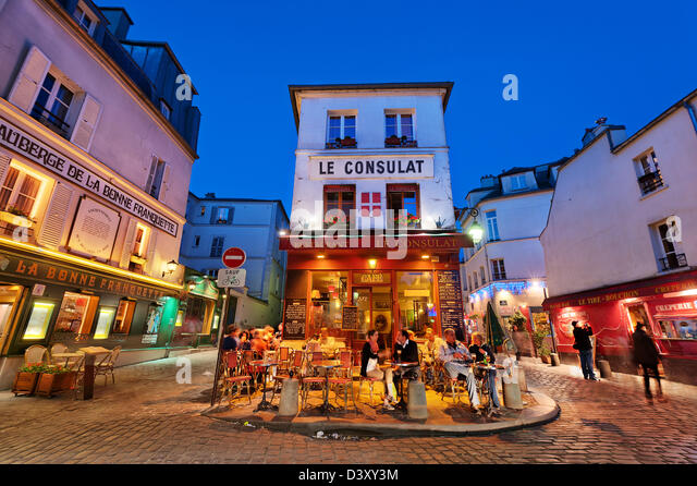 Paris restaurants night stock photos paris restaurants for Le miroir restaurant montmartre