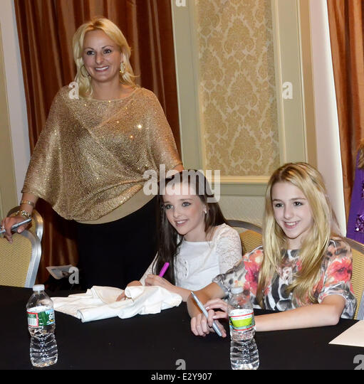 chloe and christi meet greet 2015 calendar