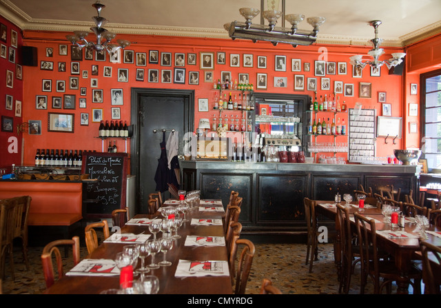 lyon restaurant in old town stock photos lyon restaurant in old town stock images alamy. Black Bedroom Furniture Sets. Home Design Ideas