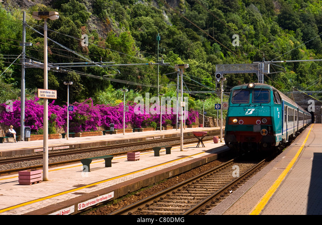 how to get to cinque terre by train