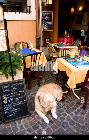 french bistro chairs table stock photos french bistro chairs table stock images alamy. Black Bedroom Furniture Sets. Home Design Ideas