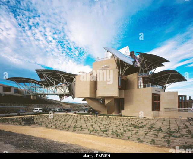 Bodegas marques de riscal stock photos bodegas marques de riscal stock images alamy - Arquitecto bodegas marques de riscal ...