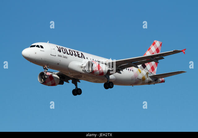 Civil aviation. Airbus A319 passenger jet of the Spanish low cost airline Volotea on approach - Stock Image