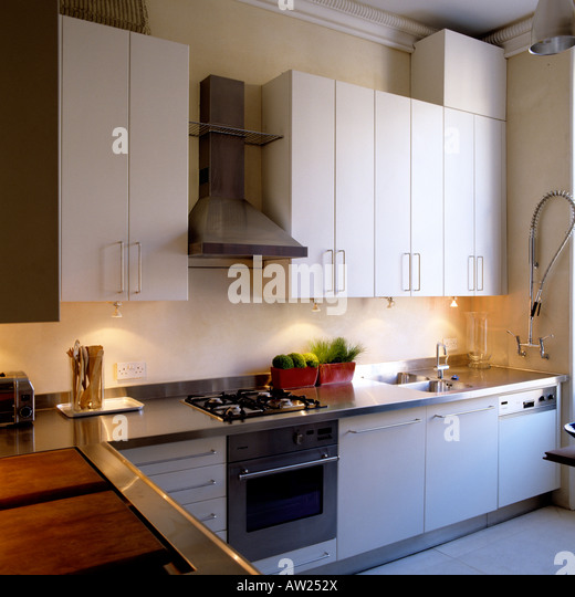Fitted kitchen white stock photos fitted kitchen white for Contemporary fitted kitchens