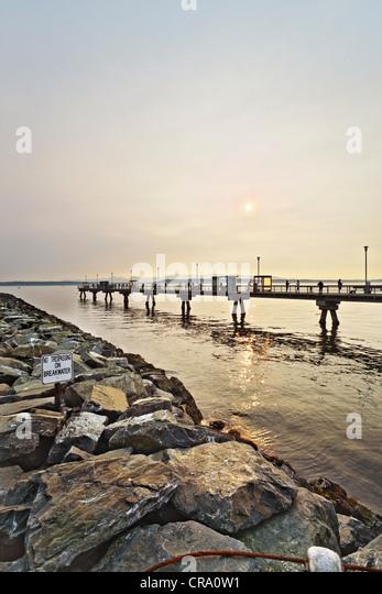 Edmonds stock photos edmonds stock images alamy for Fishing piers near me