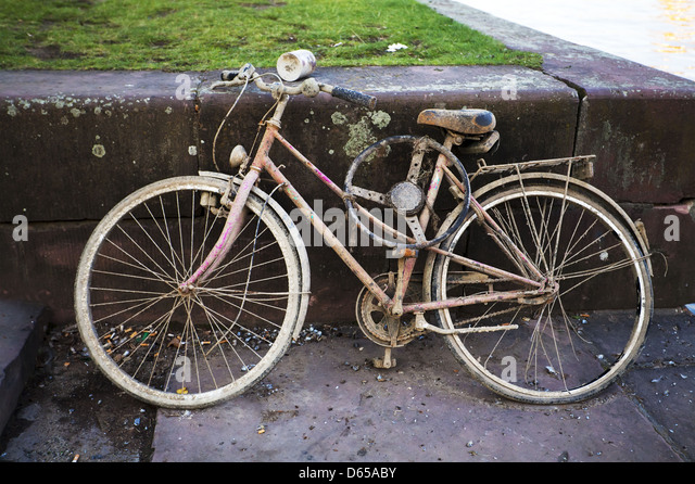 http://l7.alamy.com/zooms/3f5a4c1cab7e487d870f30f813567ed2/old-dirty-broken-bike-d65aby.jpg
