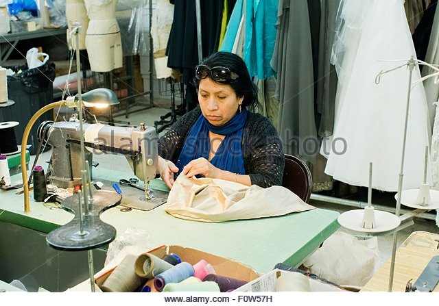 seamstress-sewing-clothes-on-sewing-machine-in-design-studio-f0w57h.jpg