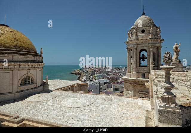 Cupola and sea view, Cadiz Cathedral (Catedral de Santa Cruz de Cádiz), Plaza Catedral, Cadiz, Spain - Stock Image