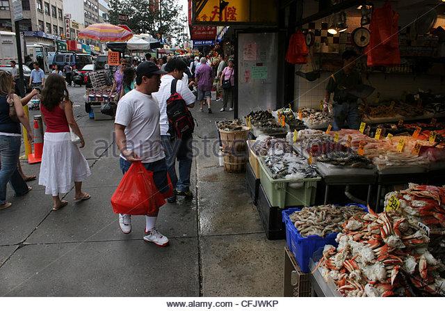 Fresh fish market in chinatown stock photos fresh fish for Fish market nyc