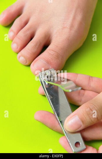 how to properly cut your toenails