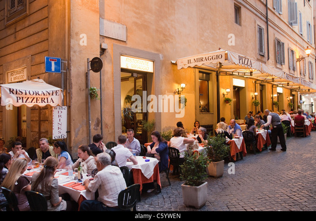 Rome alfresco dining stock photos rome alfresco dining for Restaurant italien 95