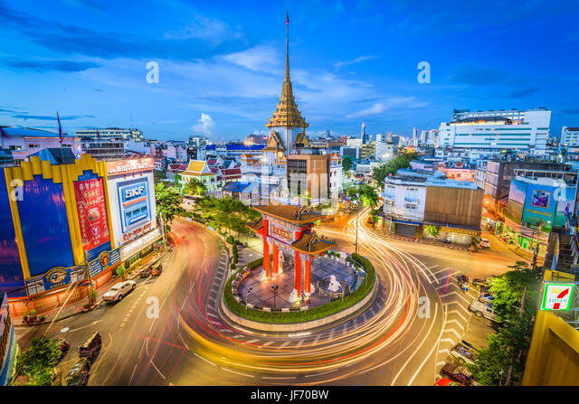 BANGKOK, THAILAND - SEPTEMBER 23, 2015: Traffic passes through Chinatown at Odeon Roundabout. The roundabout marks - Stock Image