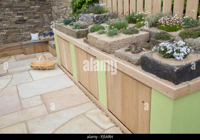 Stone troughs stock photos stone troughs stock images for Pip probert garden designer