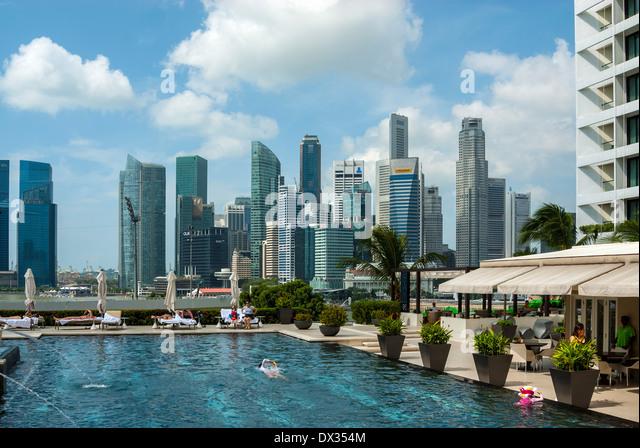 Mandarin oriental hotel singapore stock photos mandarin oriental hotel singapore stock images - Singapur skyline pool ...